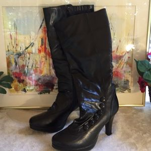 Luciee Button Boots